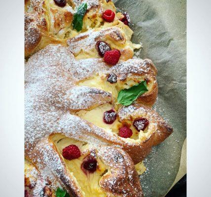 ciasto drożdżowe z serem i malinami